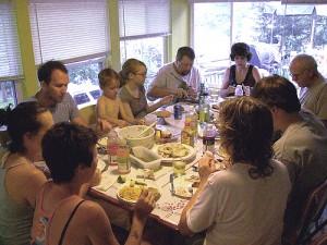 Menschen beim Mittagessen