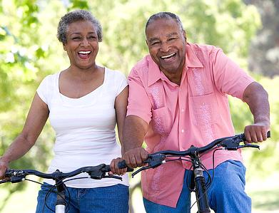älteres Paar beim Radfahren ü.a SCA Svenska Cellulosa Aktiebolaget