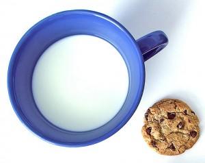 Milch und Cookie