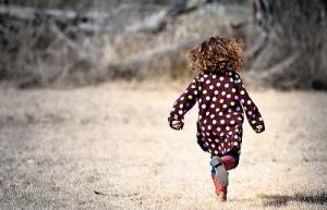 rennendes Mädchen