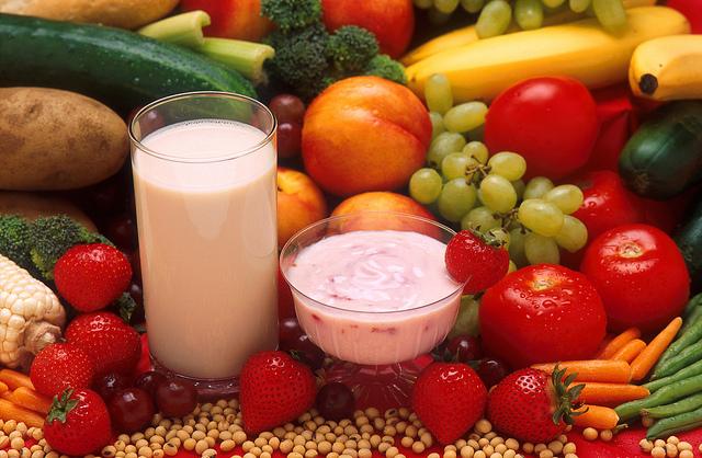 Obst Gemüse und Milch