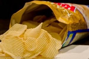 offene Chipstüte