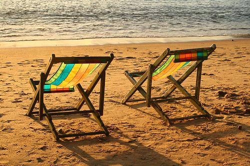 Liegestühle in der Sonne