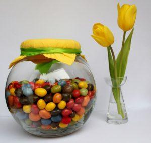 Bild Glas mit Nüssen